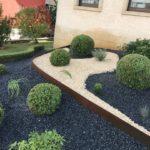 jardin moderne avec cajous buxus boule et bordures corten
