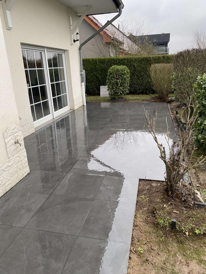 Terrasse avec revêtement carrelage